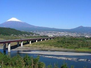 富士川SAより雪化粧した富士山
