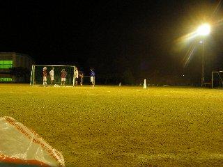若い子達とサッカー