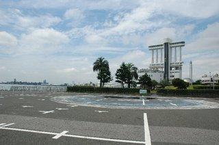 名古屋港水族館・・・・の横へ
