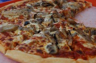 昼食のピザ
