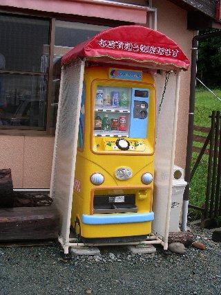 お店の外の自動販売機