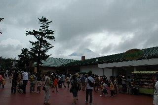 富士山が顔を出しました